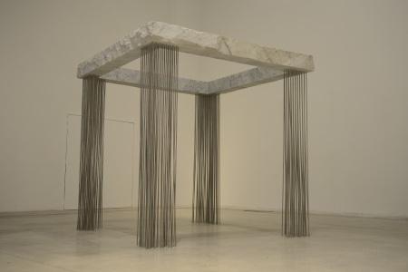 Epicarmo, 2012, márvány, acél, 230 × 230 × 230 cm