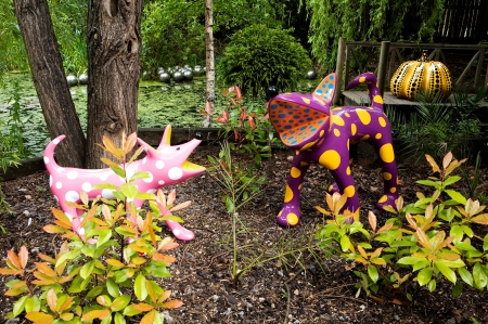 Yayoi Kusama: Outdoor Sculptures, 2009, öveggyapottal erősített műanyag, fém, uretán festék, változó méretek