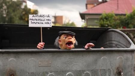 """Ciprian Mureşan: Magam ellen tüntetek, 2011, HD videó, 30' 35"""" (társszerző: Gianina Carbunariu)"""