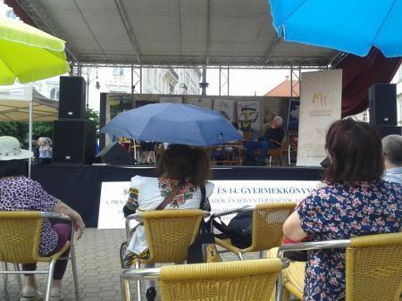 esernyős néni