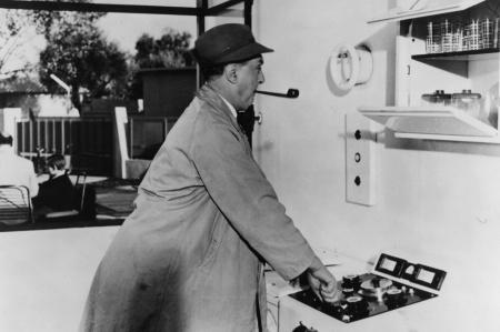 Jacques Tati: A bácsikám (képkocka a filmből), 1958 © Rue des Archives/FIA/The Kobal Collection, kép forrása: pinterest.com