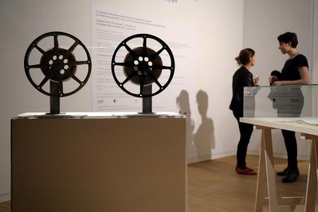 """Barnaföldi Anna: """"Mindenképpen megtanulásra szánt szövegrészek"""", 2012, installáció, vegyes technika, fotó: Juhász G. Tamás"""