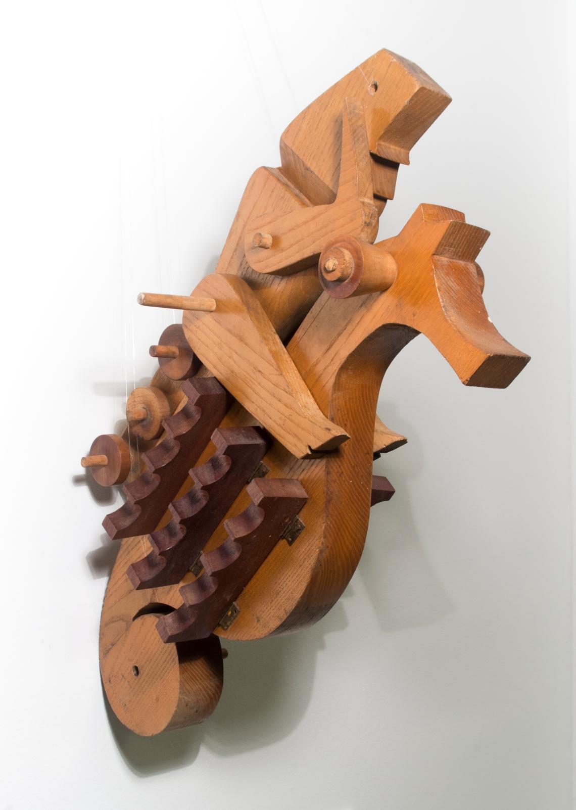 Schéner Mihály: Csikóhal huszár, fa, 64 × 26 cm (Békéscsaba, Meseház), fotó: Besenczi Richard