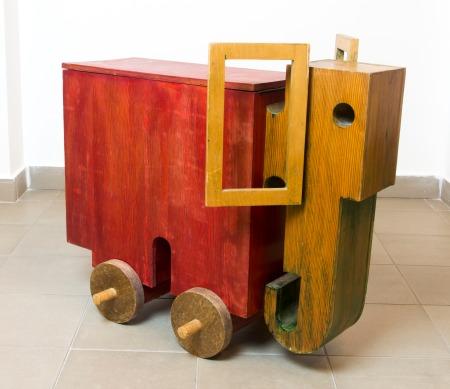 Schéner Mihály: Elefánt cókmókos láda, pácolt fa, 69 × 82 × 26,5 cm (Schéner-hagyaték), fotó: Besenczi Richard