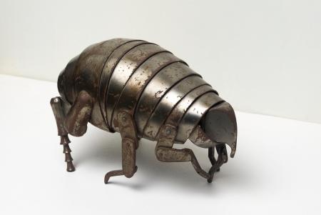 Schéner Mihály: Bolha, acél, 27 × 15 cm (Békéscsaba, Meseház), fotó: Besenczi Richard