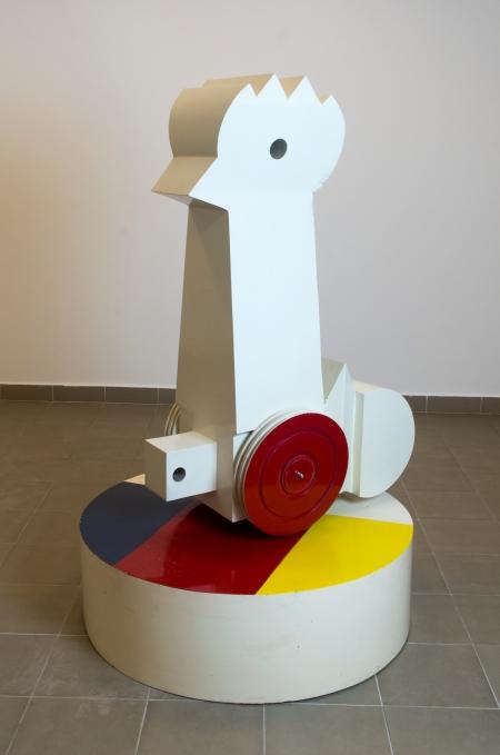 Schéner Mihály: Nagy fém pipike, festett acél, 159,5 × 103 × 103 cm (Schéner-hagyaték), fotó: Besenczi Richard